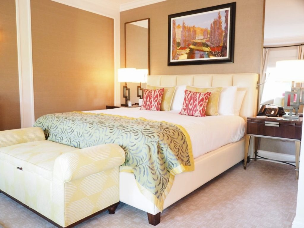 beverly-hills-hotel-maebad-room-deluxe-suite-review-best-los-angeles-guide